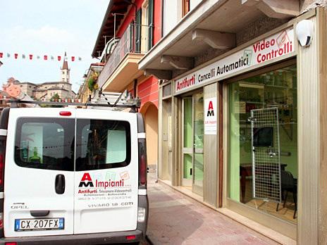 Negozio di Caraglio, in via Cesare Battisti